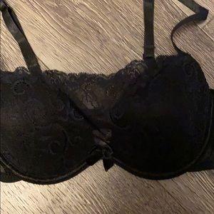 34 A lace bra 2/25$
